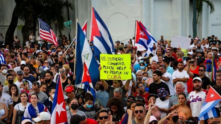 https://misionverdad.com/sites/default/files/styles/mv_-_712x400/public/florida%20protesta.jpg?itok=DbmkB6Rk